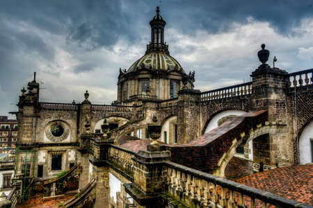 cath�drale: Le Metropolitan Cathedral Metropolitana � Mexico vue depuis le toit regardant � l'int�rieur