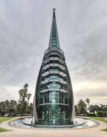 Die Swan Bells sind eine Reihe von 18 Glocken hängen in einem eigens errichteten Kupfer und Glas Glockenturm, gemeinhin als The Bell Tower oder den Swan Bell Tower in Perth, Western Australia, Australien bekannt