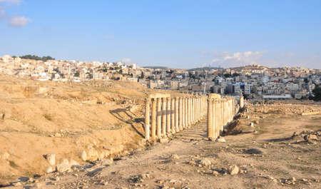 antiquity: Roman Columns in the Jordanian city of Jerash (Gerasa of Antiquity), capital and largest city of Jerash Governorate, Jordan Stock Photo