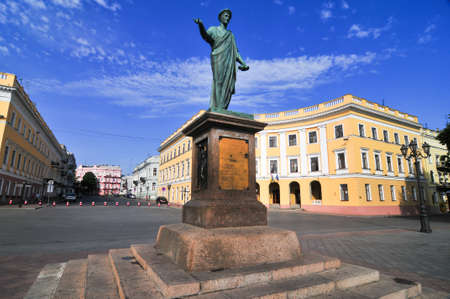 オデッサ、ウクライナの公爵リシュリュー像の早朝の写真。 写真素材