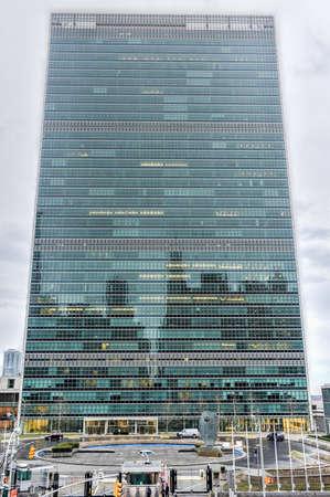 unicef: NEW YORK, NEW YORK - 4 gennaio 2015: sede delle Nazioni Unite a New York contro il traffico.
