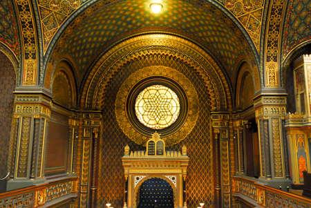 yiddish: PRAGA, REPUBBLICA CECA - 10 gennaio 2007: Sinagoga spagnola a Praga. Si tratta di un sinagoga moresco Revival di propriet� del Museo Ebraico di Praga, ed � usato come un museo e sala da concerto.