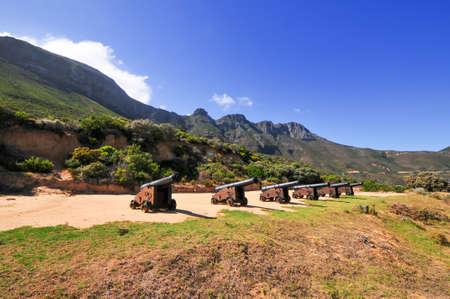 Cañones a lo largo de la costa de Ciudad del Cabo, Sudáfrica Foto de archivo - 42083989