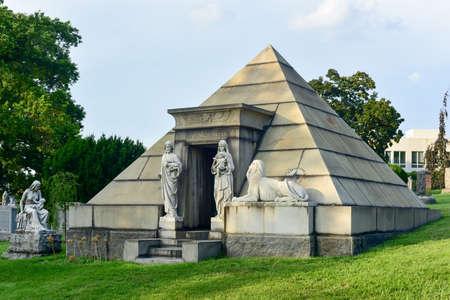 Majestic tomb in the historic Greenwood Cemetery in Brooklyn, New York. 新闻类图片