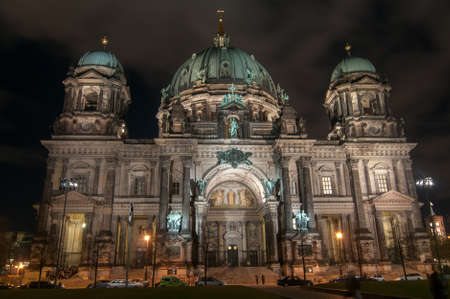dom: Berlin Cathedral, or Berliner Dom, illuminated at night �ditoriale