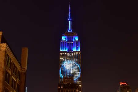 extinction: New York City - 1 Ao�t, 2015: les animaux en voie de disparition projet�es sur c�t� sud de l'Empire State Building � New York dans le cadre du projet Racing extinction.
