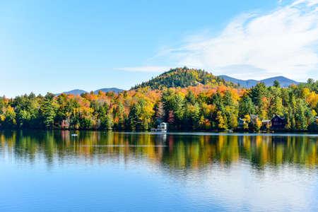 Adirondacks Peak Fall Foliage in Lake Placid, New York. Banco de Imagens