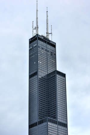 willis: Chicago, Illinois - September 5, 2015: The Willis Tower (still commonly referred to as, Sears Tower) is a 108-story, 1,451-foot (442 m) in Chicago.