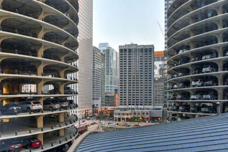 illinois river: Chicago, Illinois - September 5, 2015: Marina City is a complex of two 60-story towers built in 1964  in Chicago, USA. Apartments, offices, restaurants, banks, theater,18 stories of parking space.