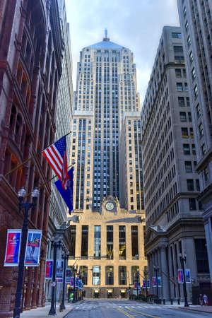 Chicago - 7. September 2015: Chicago Board of Trade Gebäude entlang La Salle Straße in Chicago, Illinois. Das Art-Deco-Gebäude wurde 1930 erbaut und am 4. Mai 1977 zum ersten Mal als Chicago-Wahrzeichen bezeichnet. Standard-Bild - 48264270
