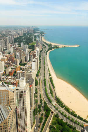 lake michigan: Chicago, Illinois in the United States. City skyline with Lake Michigan and Gold Coast historic district, North Side and Lincoln Park.