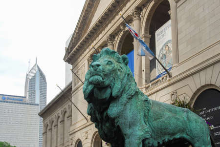 grandiose: Lion statue in front of The Art Institute Of Chicago