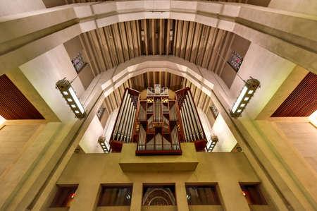 oratoria: Oratorio de San José del Monte Real, una basílica católica menor y santuario nacional en Westmount Cumbre en Montreal, Quebec. Es la iglesia más grande de Canadá.