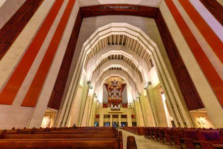 oratory: Oratorio de San José del Monte Real, una basílica católica menor y santuario nacional en Westmount Cumbre en Montreal, Quebec. Es la iglesia más grande de Canadá.