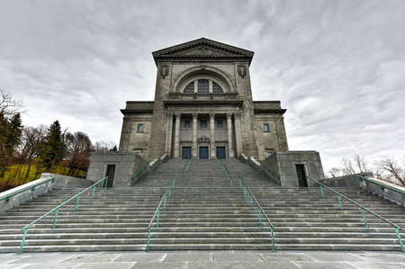oratoria: Oratorio de San Jos� del Monte Real, una bas�lica cat�lica menor y santuario nacional en Westmount Cumbre en Montreal, Quebec. Es la iglesia m�s grande de Canad�.