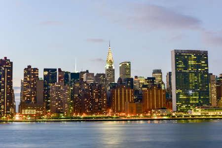 gantry: New York City skyline view from Gantry Park, Long Island City, Queens.