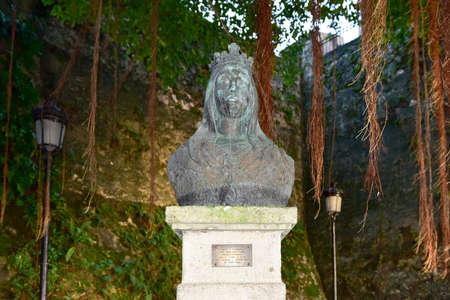 isabel: Isabel de Trastamara statue in Old San Juan, Puerto Rico.