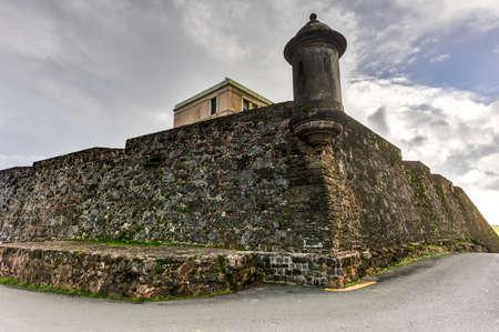 城壁と San Juan、プエルトリコの展望台。