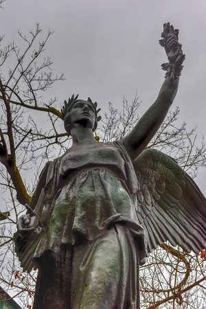 sacrificio: La libertad del tri�ngulo es un tri�ngulo ajardinado, situado en el barrio de Brooklyn de Bushwick, conmemora el sacrificio de los hombres de Brooklyn que dieron su vida durante la Primera Guerra Mundial (1914-1918).