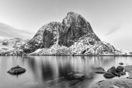 rorbu: Fishing hut (rorbu) in the Hamnoy and Lilandstinden mountain peak in winter in Reine, Lofoten Islands, Norway.