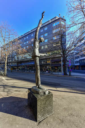 leif: Leif Juster Statue in Oslo, Norway outside Chat Noir.