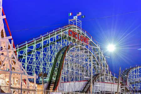 Cyclone Rollercoaster à Coney Island, Brooklyn, New York City.