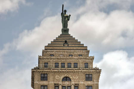 neoclassical: Buffalo, New York - May 8, 2016: The Liberty Building, a Neoclassical office tower built in 1925 in downtown Buffalo, New York.