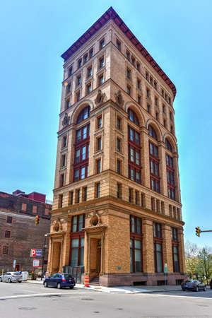 dun: Buffalo, New York - May 8, 2016: The historic Dun Building high rise on Pearl Street in downtown Buffalo, New York.