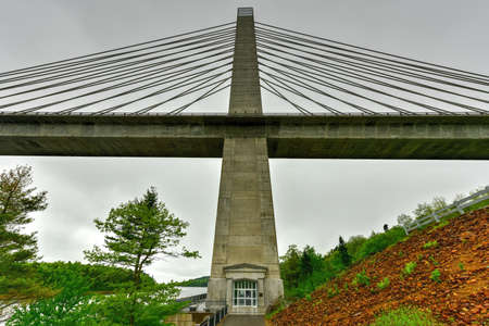 long feet: The Penobscot Narrows Bridge is a 2,120 feet (646 m) long cable-stayed bridge over the Penobscot River in Maine. Stock Photo