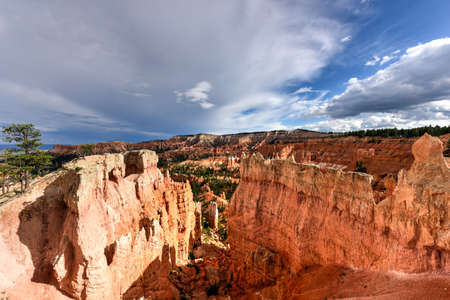 landforms: The Amphitheater in Bryce Canyon National Park in Utah, United States.