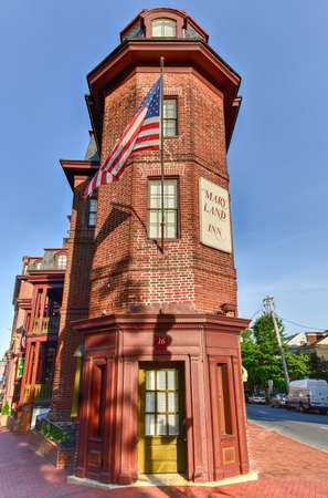 maryland flag: Annapolis, Maryland - June 26, 2016: The Maryland Inn, a historic inn from the time of the end of the American Revolutionary War in Annapolis, Maryland. Editorial