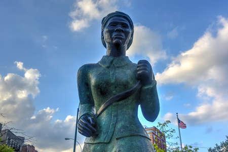 racismo: Harriet Tubman estatua conmemorativa en Harlem, Nueva York. Harriet Tubman era un abolicionista afroamericano y humanitaria durante la guerra civil americana.