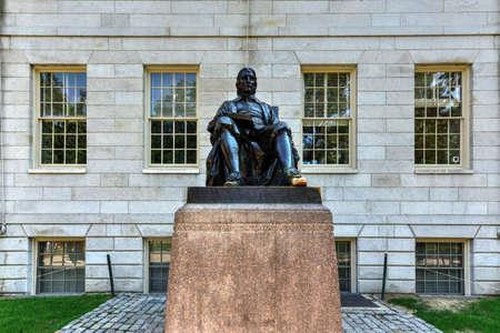 harvard university: John Harvard statue in Harvard University in Cambridge, Massachusetts, USA Editorial