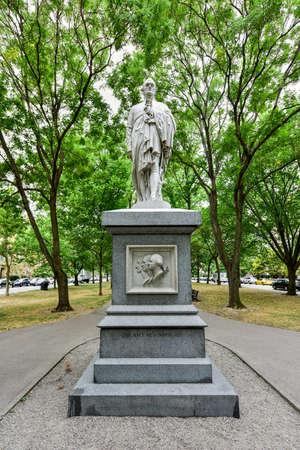 alexander hamilton: Alexander Hamilton Monument along the Commonwealth Avenue Mall in Boston, Massachusetts.