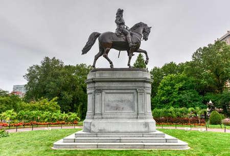 george washington statue: George Washington Equestrian Statue in the Public Garden in Boston, Massachusetts.