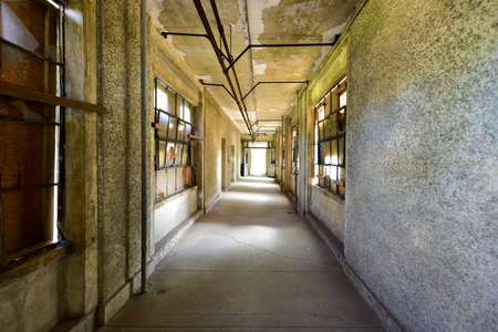 salud publica: The abandoned Ellis Island Immigrant Hospital. It was the United States first public health hospital, opened in 1902 and operating as a hospital until 1930.