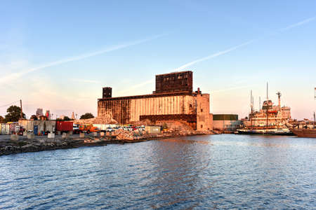 urban decay: The Red Hook Grain Terminal in the Red Hook neighborhood of Brooklyn, New York. Stock Photo