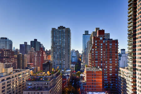 Aerial view of apartment buildings across the East Side of Manhattan, New York.. 版權商用圖片