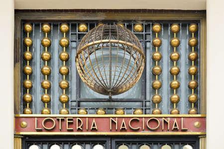Ciudad de México, México - 7 de julio de 2013: Edificio de la Lotería Nacional de México ubicado en el Paseo de la Reforma de la Ciudad de México.