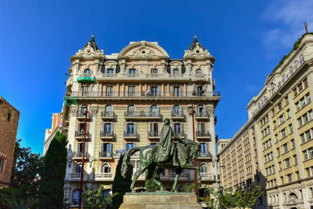 catalunya: Ramon Berenguer III Count of Barcelona  Statue of Ramon Berenguer III (1086-1131) in the homonymous square in Barcelona, Catalonia, Spain. Stock Photo