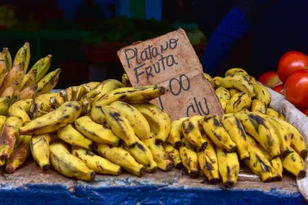 오래 된 하바나, 쿠바의 과일 스탠드에 바나나.