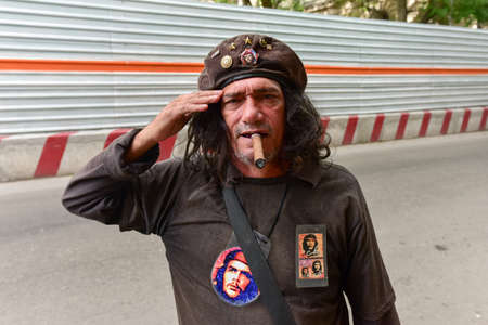 lookalike: Havana, Cuba - January 8, 2017: Che Guevara lookalike saluting in Havana, Cuba. Editorial
