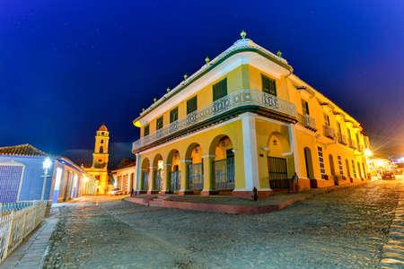 Palacio Brunet entlang der Piazza Mayor in der Mitte von Trinidad, Kuba, eine UNESCO-Welterbestätte. Standard-Bild - 76063642
