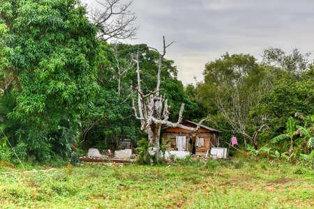 pinar: Rural house on a farm in Vinales, Cuba.
