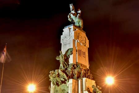 Monumento a Antonio Maceo en La Habana, ubicado entre el Malecón y el frente del Hospital Hermanos Ameijeiras en Centro Habana.