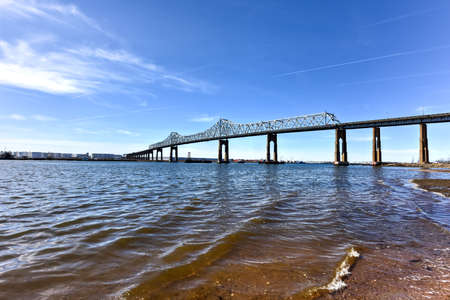 perth: The Outerbridge Crossing is a cantilever bridge which spans the Arthur Kill. The Outerbridge, as it is often known, connects Perth Amboy, New Jersey, with Staten Island, New York.
