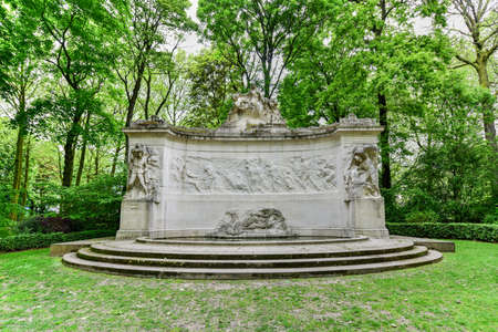 statesman: Monument to the Fallen of the Belgian Colonial Effort in Parc du Cinquantenaire in Brussels, Belgium Stock Photo