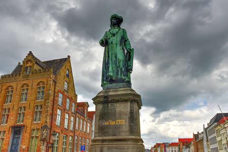 Statue du peintre flamand Jan van Eyck à Bruges, Belgique Banque d'images - 80486507