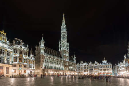 bruxelles: Grand Place in Brussels, Belgium at night.