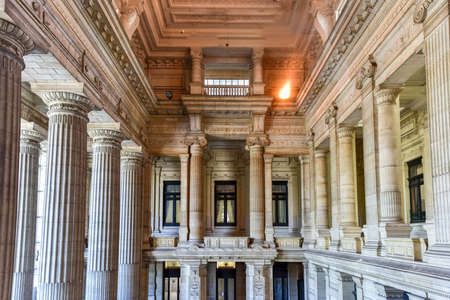 Palais de justice à Bruxelles, en Belgique. Le bâtiment de style éclectique et néoclassique est le siège de plusieurs tribunaux importants. Banque d'images - 80515032